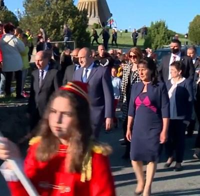 Кадър и видео Фейсбук/President.bg