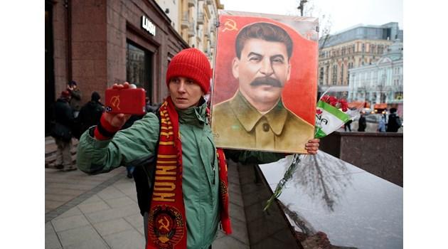 Сталин съсипва живота на дъщеря си, но тя винаги го оправдава