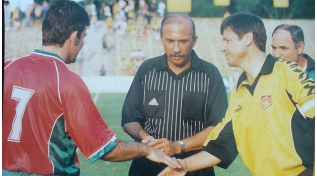 Боре Александров управляваше футболния съд в най-мътните времена