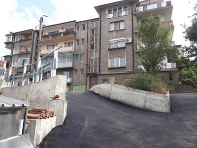 Със средства по бедствията спряха срутването на подпорната стена