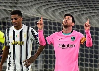 """Капитанът на """"Барселона"""" Лионел Меси е вкарал от дузпа за крайното 2:0 срещу """"Ювентус"""" в 91-ата мин. В 14-ата той асистира на Усман Дембеле за откриването на резултата. СНИМКА: РОЙТЕРС"""