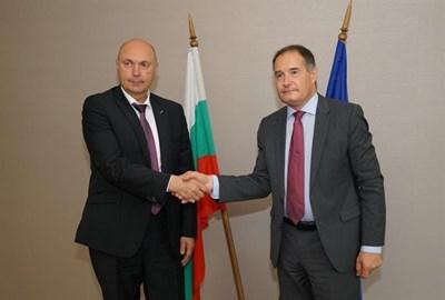 Лежери (вдясно) се срещна със зам.-министъра на МВР в Бургас по време на работното си посещение в страната ни.