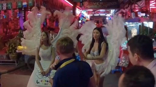 Видео от улицата с проститутките в Патая - повече са от палмите!
