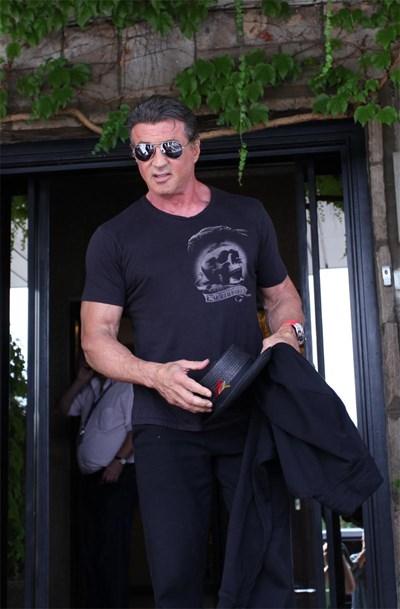 """Силвестър Сталоун пристигна изпълнен с очаквания през август, а ще си тръгне в края на месеца безкрайно доволен от снимките на мегапродукцията си """"Непобедимите 3"""". СНИМКА: Йордан Симeонов"""