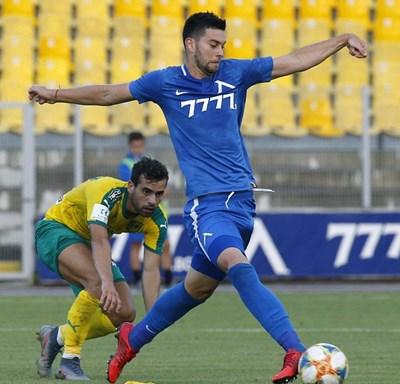 """Станислав Костов игра за последно за """"Левски"""" срещу АЕК (Ларнака) на 1 август."""