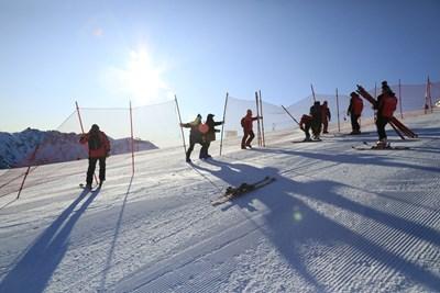 Трасето за състезанията е почти готово. Снимки: БФ ски