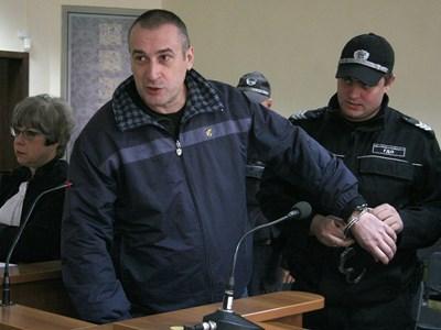 Караджов посрещна със скептична усмивка решението на окръжния съд в Пловдив за доживотен затвор.