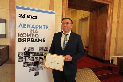 """Проф. Костадин Ангелов е член на учредената от """"24 часа"""" лига """"Лекарите, на които вярваме"""" от самото начало."""