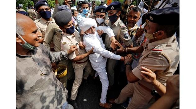 Стачка на фермерите, които протестират срещу нови закони в селското стопанство в Индия
