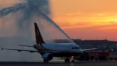 Самолетът, с който Ердоган кацна на новото летище в Истанбул СНИМКА: Ройтерс