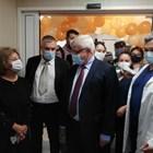 Здравният министър Кирил Ананиев се запозна с възможностите на новия апарат и коментира развитието на короназаразата у нас. СНИМКА: ЙОАНА РУСЕВА