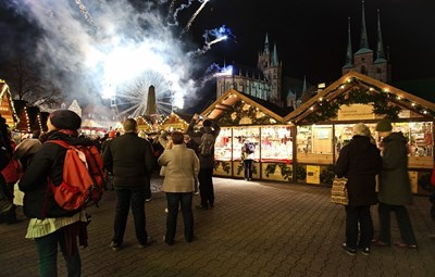 Коледните базари са добра възможност за безопасна среща с роднини и приятели по празниците, стига на тях да се спазва физическа дистанция.