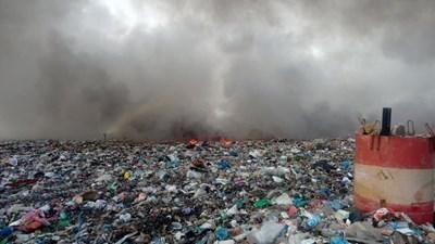 Пламна сметището на Асеновград (Снимки)