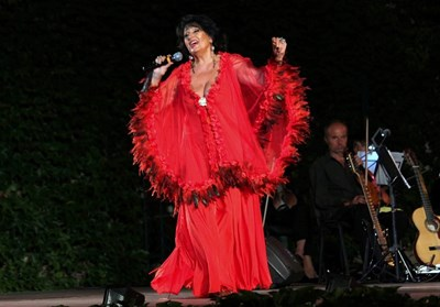 Йорданка Христова пее на концерт. СНИМКА: ФЕЙСБУК ПРОФИЛ НА ПЕВИЦАТА