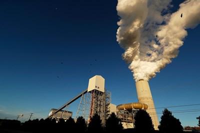 ТЕЦ в Северна Каролина, САЩ, бълва пушек. СНИМКИ: РОЙТЕРС