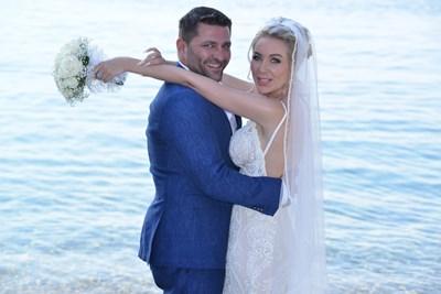 Антония Петрова и Ивайло Батинков сключват брак на 17 юни на втория ръкав на полуостров Халкидики - Ситония. СНИМКИ: ЛИЧЕН АРХИВ