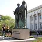 Паметникът на братята Кирил и Методий, където по традиция се полагат цветя на 24 май