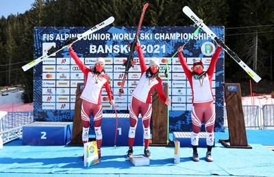 Трите австрийки се радват на триумфа си.