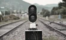 2 влака ударили кола на жп прелез в Старозагорско, 82-годишен шофьор загина