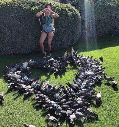 Джулиана Гани получи сърце от живи гълъби в Париж Снимки: Инстаграм