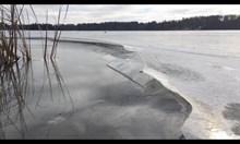 """Замръзнало езеро имитира звуци от """"Междузвездни войни"""""""
