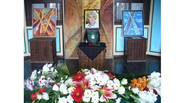 Художникът Никола Манев остана завинаги в Чирпан (Снимки)
