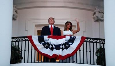 Доналд и Мелания Тръмп на 4 юли СНИМКА: РОЙТЕРС