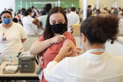 """Израел получил много дози от """"Пфайзер"""" срещу данни за ефекта на ваксината"""