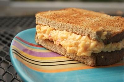 Две оригинални рецепти със сирене - десерт и сандвич с бира