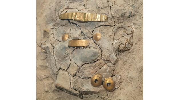 Пиърсинг преди 7 хил. години. Девойките в древността се разкрасявали със златни гвоздейчета между зъбите, обеци около устните и носа