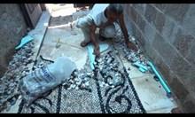 Майстор на мозайка от Гърция
