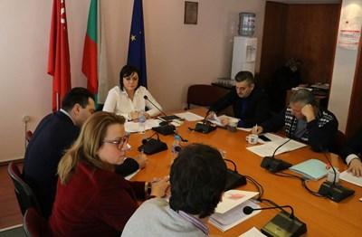 На разширено заседание на Изпълнителното бюро и ръководството на парламентарната група БСП одобри платформата си за европейските избори.  СНИМКА: БСП