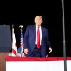Преди да гласува, Тръмп говори на митинг в Пенсакола, Флорида.