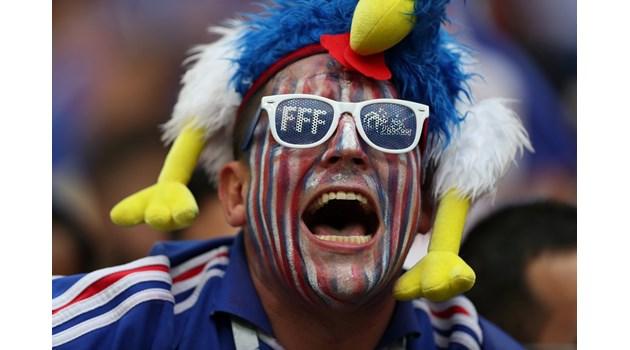 Автогол на Манджукич откри резултата в полза на Франция