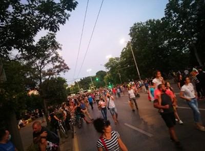 Протестиращите се изтеглиха към Министерски съвет (Снимки и Видео)