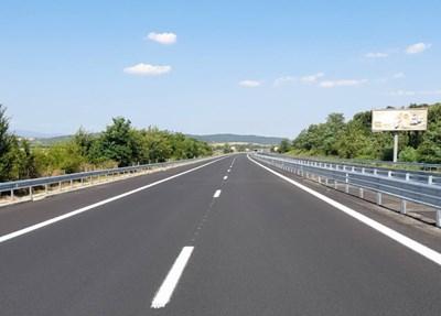 """С ремонта на 23 км участък приключи започналото през октомври м. г. поетапно обновяване на общо 52 км участък от АМ """"Тракия"""". Снимки АПИ"""
