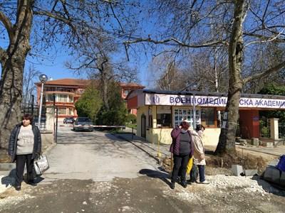 И военният санаториум е затворен. Служители ходят само да поддържат съоръженията. Снимки: Радко Паунов