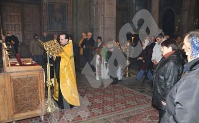 Млад свещеник започва служба на минималната работна заплата.