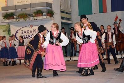 Над 900 деца от 3 континента представиха фолклор и традиции в Горна Оряховица