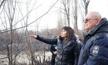 Емил Димитров провери щетите от пожара в Драгоманското блато (Снимки)