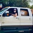 Матю Макконъхи и съпругата му доставили лично 110 000 маски, дарени за болници в Тексас
