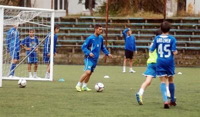 """Нуно Пинто тренира с момчетата от набор 1999 в """"Левски"""". Снимки: Гергана Вутова"""