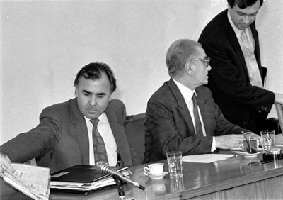 Нейчо Нейчев (вляво) , премиерът проф. Любен Беров и вицепремиерът Валентин Карабашев  на заседание на Министерския съвет.