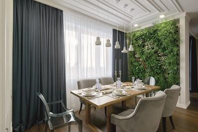 Зелена стена с живи растения в домашния хол