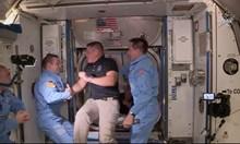 Загадъчни НЛО следвали ракетата на Илон Мъск
