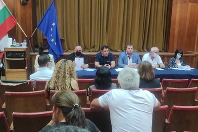 Явор Гечев увери земеделците, че средствата за компенсации са осигурени.