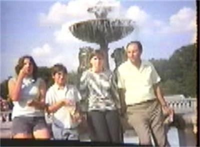 Издирваният братовчед Митко със семейството си