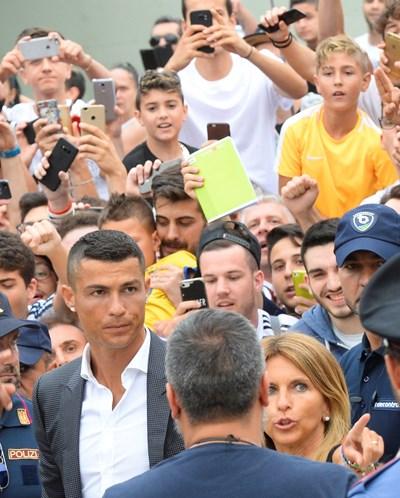Роналдо при пристигането му в Торино СНИМКА: РОЙТЕРС