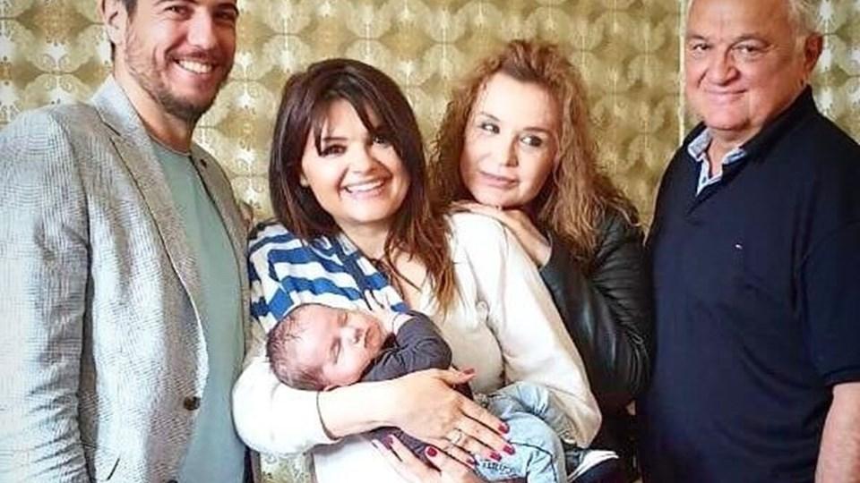 Синът на Петя Дикова събра баща й и Аня Пенчева на обща снимка