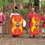 Римски войници с пълно бойно снаряжениe.